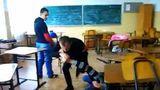 Scene violente: O profesoară, bătută de un elev în timpul orelor