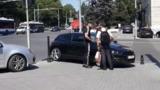Прохожий не позволил водителю заехать на тротуар