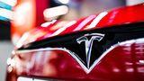 Электромобили Tesla научились предупреждать водителя о слежке