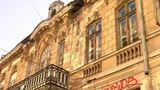 Разрушающиеся здания в Бухаресте опасны для прохожих
