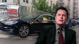 Илону Маску показали, как паркуют машину Tesla в Кишиневе