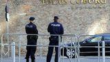 17-летняя австрийка оставила в машине двухлетнего сына, и тот умер на жаре