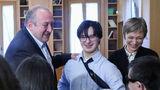 საქართველოს პრეზიდენტმა და პირველმა ლედიმ დაუნის სინდრომის მქონე პირებს უმასპინძლეს
