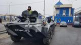 Блокпосты на въездах в Одессу усилили боевыми машинами