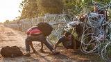 Венгрия открыла базу на границе, чтобы помешать проникновению мигрантов