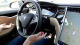 Tesla на автопилоте столкнулся с автобусом в Германии