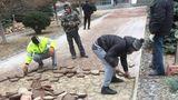 В Кишиневе ремонтируют практически новые тротуары