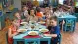 Из 157 детских садов 20 получали испорченные продукты