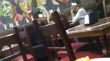 В столичном кафе разрешили курить по случаю выходного дня