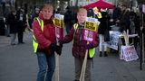В Британии тысячи человек протестуют против предстоящего визита Трампа