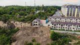 В Одессе элитные апартаменты сползают в море