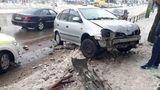 Accident în Capitală: Un automobil a derapat și a lovit un gard