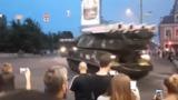 """Инцидент с """"Буком"""", въехавшим в здание в Киеве, сняли на видео"""