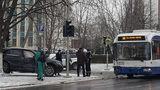 Accident filmat: Momentul în care un troleibuz lovește un Audi
