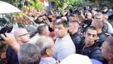 """Altercaţii în timpul protestelor """"DA"""". Un microbuz a intrat în mulţime"""