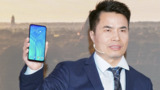 Huawei представила первый в мире смартфон с селфи-камерой в экране