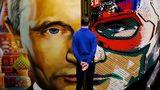 """Liderul de la Kremlin, portretizat în expoziţia """"Superputin"""""""
