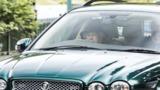 Королева Елизавета отправилась на богослужение за рулём Jaguar
