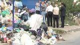 В Дурлештах на одной из улиц не вывозят бытовой мусор
