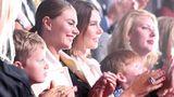 "Daily Mail показала Кабаеву с ""детьми Путина"""