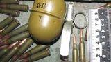 Убираясь в гараже покойного родственника, мужчина нашёл боевой арсенал
