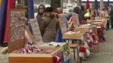 В столице десятки продавцов предлагают широкий ассортимент мэрцишоров