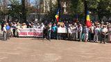 Перед парламентом протестуют оппозиционные партии