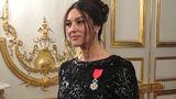 მონიკა ბელუჩს ფრანსუა ოლანდმა საპატიო ჯილდო გადასცა (ფოტო)