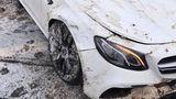 Adevărul despre Mercedesul de lux făcut zob pe drum
