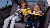 Cum trebuie să călătorească copiii pe bancheta din automobil ®