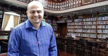 Писатель из Молдовы бежал в Канаду и работает библиотекарем.