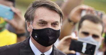 Президент Бразилии пригрозил выйти из ВОЗ за совет вернуть ограничения.