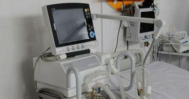 Семьаппаратов искусственной вентиляции легких (ИВЛ) передал в дар больницам экономический агент.