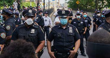 В Нью-Йорке ввели комендантский час.