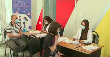 В воскресенье в муниципальный центр вакцинации пришли менее 100 человек