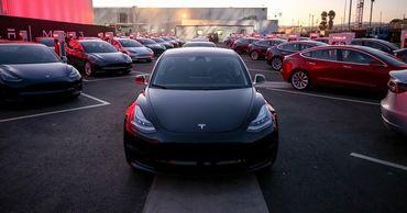Житель Германии случайно приобрел 27 автомобилей Tesla.