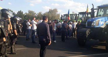 Протестующим фермерам разрешили въезд в столицу.
