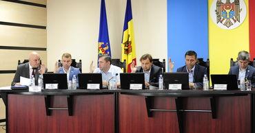 ЦИК утвердил мандаты 107 местных советников.