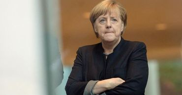 Меркель тайно навещала Навального в клинике Charite, сообщил еженедельникSpiegel.