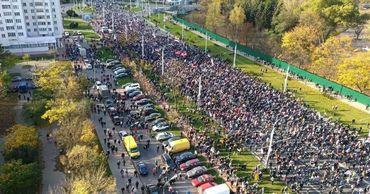 В Беларуси на улицах разных городов 18 октября вышли тысячи протестующих.