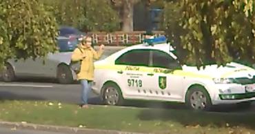 В столице пешехода оштрафовали за незаконное пересечение улицы.