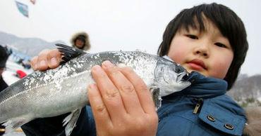 В Южной Корее отказываются от морепродуктов из-за плана Японии сбросить в океан воду с АЭС.