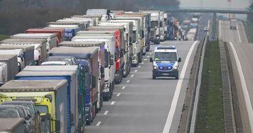 В ЕС заявили о пробках длиной 40 километров из-за коронавируса