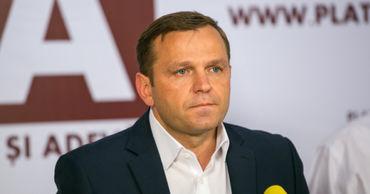 """Лидер Платформы """"Достоинство и правда"""" Андрей Нэстасе."""