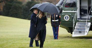 """Трамп """"забыл"""" жену перед посадкой в вертолет."""