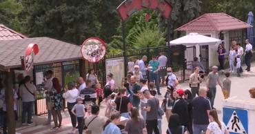 Очереди в зоопарк: люди столпились у входа, забыв о предосторожностях