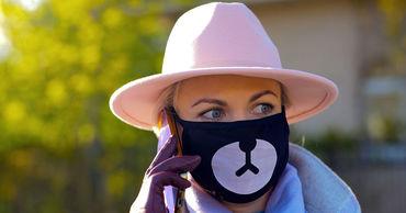 Маски и перчатки вряд ли станут модным трендом, считают эксперты.