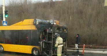 В Парканах загорелся автобус с пассажирами.