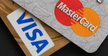 Угроза отключения от Visa: россиянам рекомендовали запастись наличными