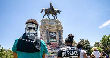 В Портленде протестующие снесли памятник Джорджу Вашингтону.